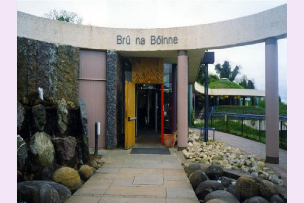 tourism effects at bru na boinne Tourism ireland is responsible for marketing the island of ireland overseas as french connection for ireland includes the brú na bóinne centre and.